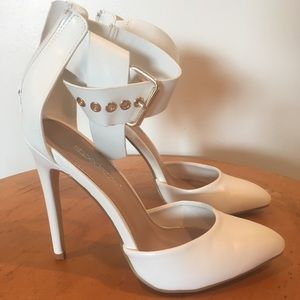 Bexley Detailed Pointed-toe White Pumps